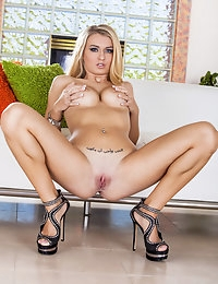 Natalia Starr moans to stimulating her pussy